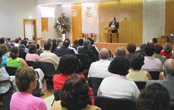 Jehova Getuigen en vergaderingen bezoeken
